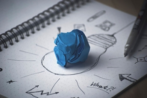 handdrawn light bulb with blue paper in middle depicting leadership