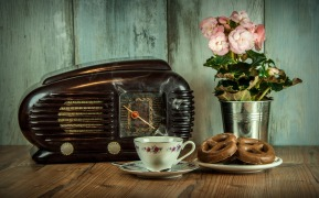 old-radio-and-tea